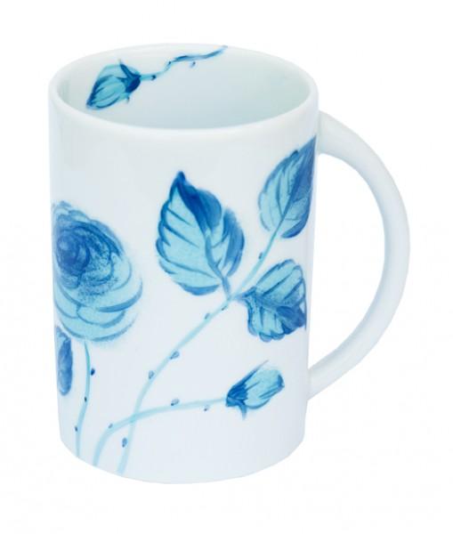 Helina Tilk: Handbemaltes Porzellan, Keramik, Heimtextilien, Porzellanmarken aus Ostholstein - handbemalter Henkelbecher Motiv: blaue Rosen